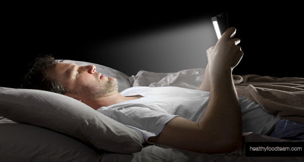 How Does Light From Electronic Devices Hinder Our Health?